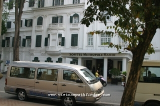 Private van: Phnompenh airport - city/1 way