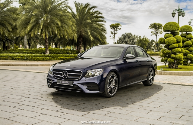 Luxury Car - Mercedes E-300 - Vietnam Car Rental
